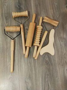 leseni valjčki za izvajanje maderoterapije pri Sneki, ubici celulita