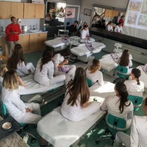 klasična maderoterapija v kozmetični šoli